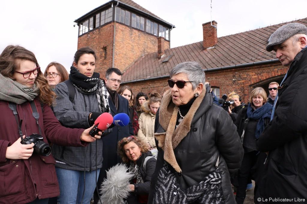 Les lycéens en visite à Auschwitz avec Ginette Kolinka